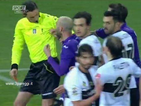 L'arbitro Gervasoni toccato da Borja Valero